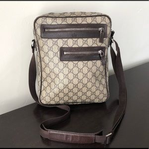 Authentic ✅ Gucci Canvas Crossbody bag.